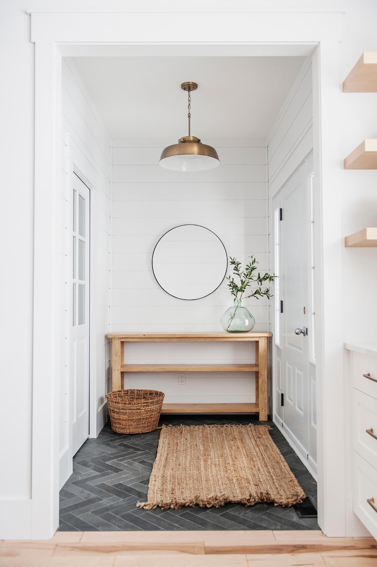AKB Design cuisine blanche armoire noire poignee laiton comptoir quartz garde manger 12