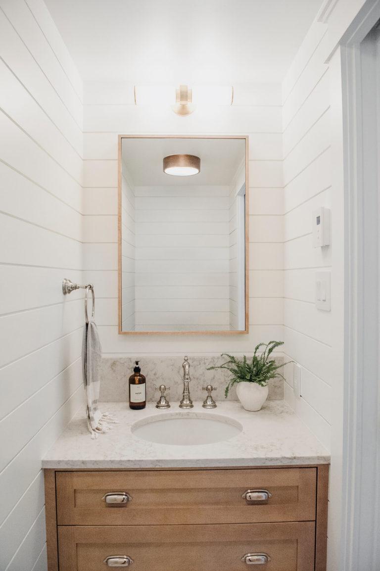 Frobisher AKB Design petite salle d eau vanite bois shiplap quartz18