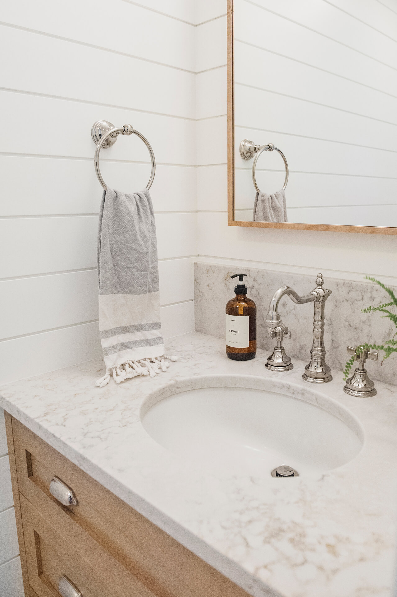 Frobisher AKB Design petite salle d eau vanite bois shiplap quartz19