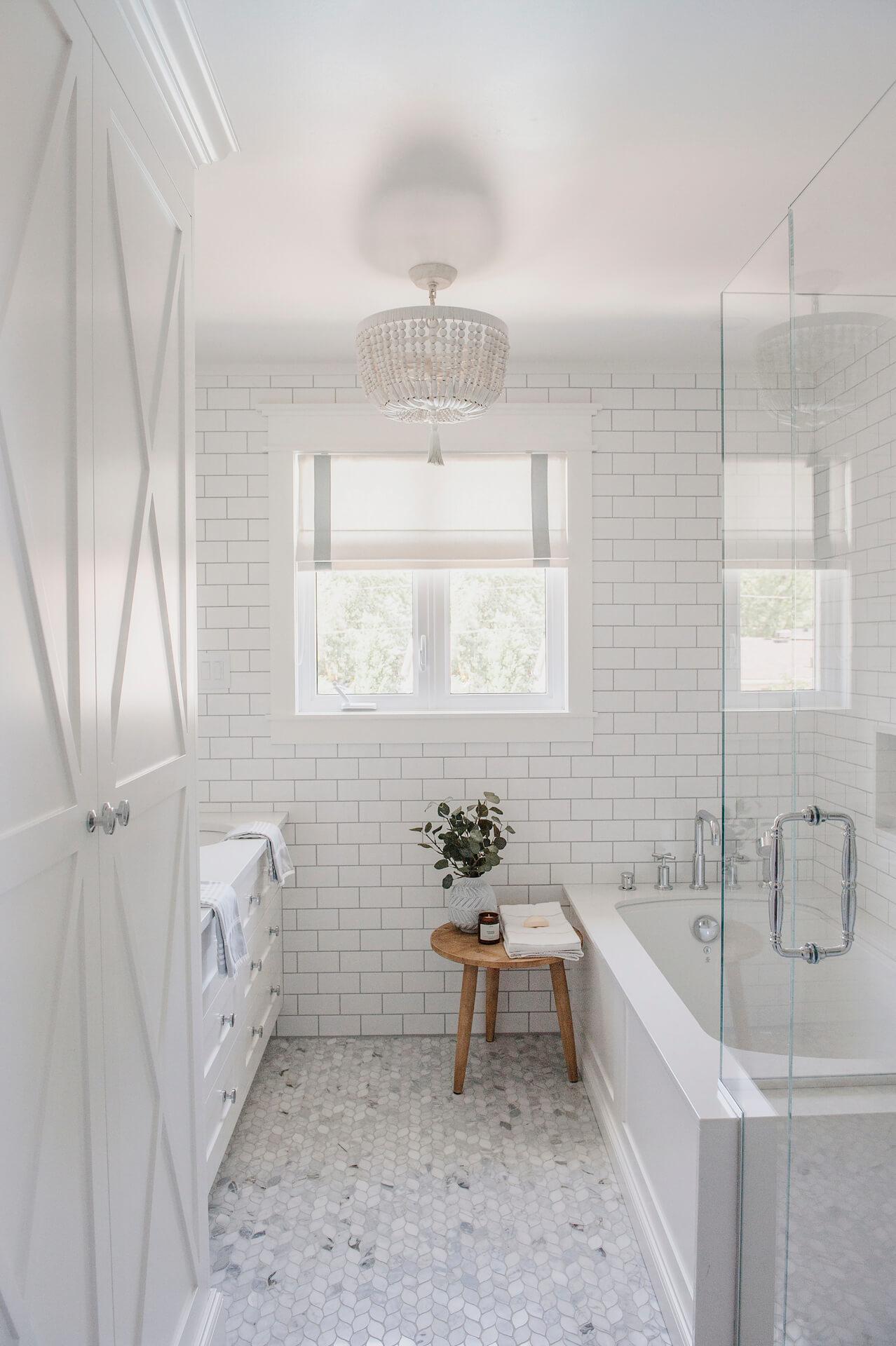 Frobisher AKB Design salle de bain marbre robinetterie murale vanite double quartz lingerie brique blanche20