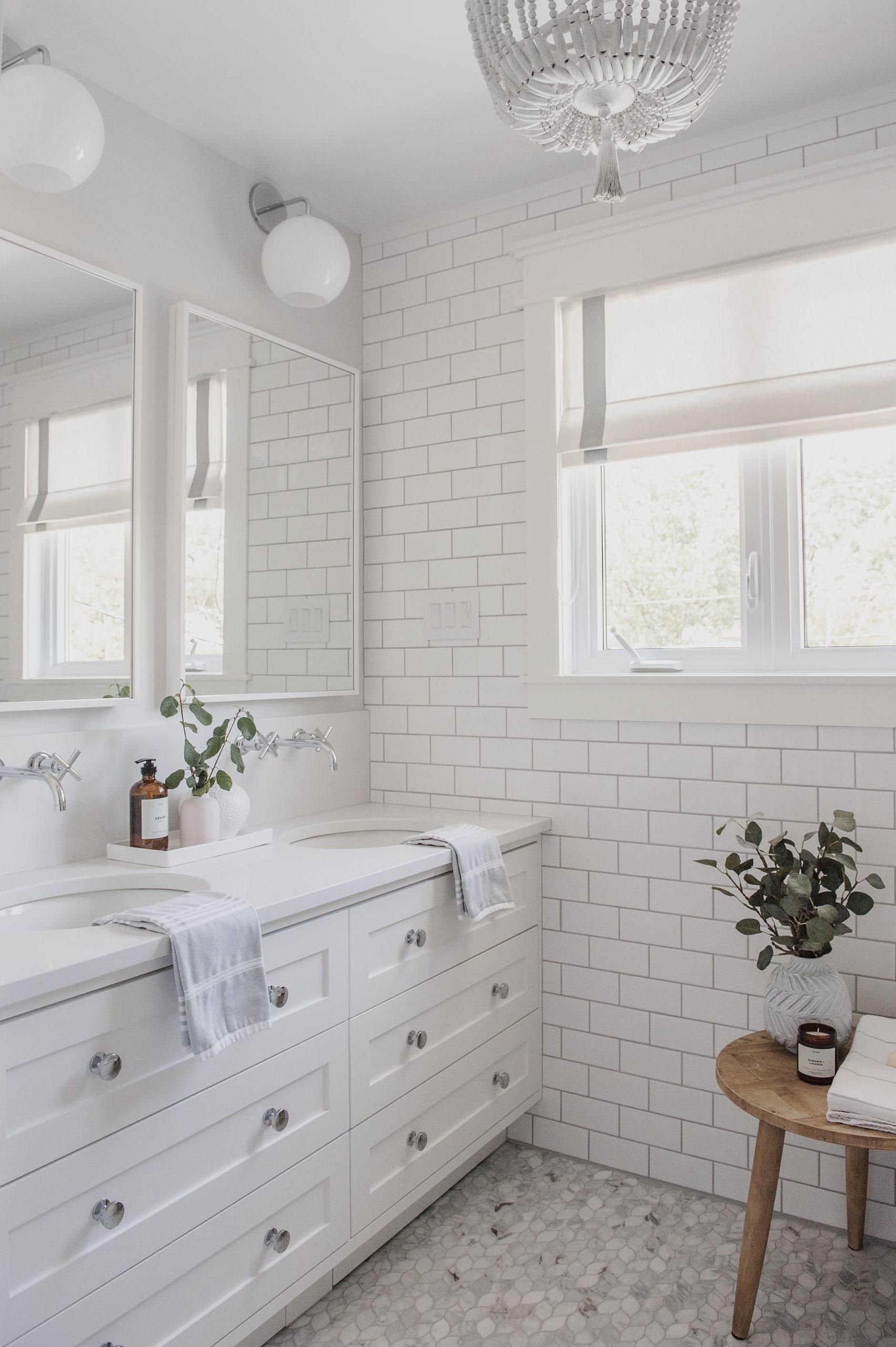 Frobisher AKB Design salle de bain marbre robinetterie murale vanite double quartz lingerie brique blanche21