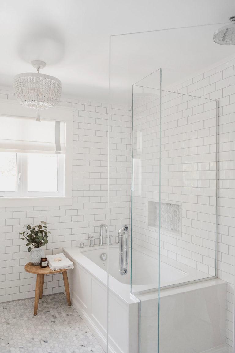 Frobisher AKB Design salle de bain marbre robinetterie murale vanite double quartz lingerie brique blanche24