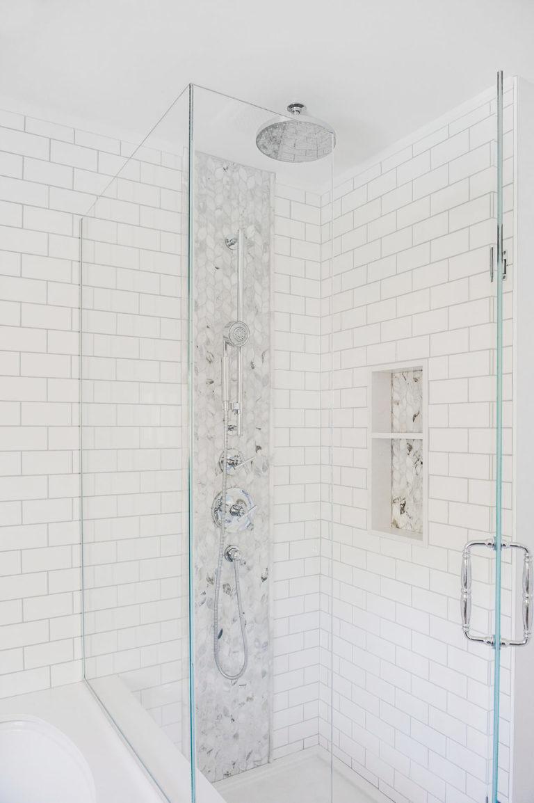 Frobisher AKB Design salle de bain marbre robinetterie murale vanite double quartz lingerie brique blanche25