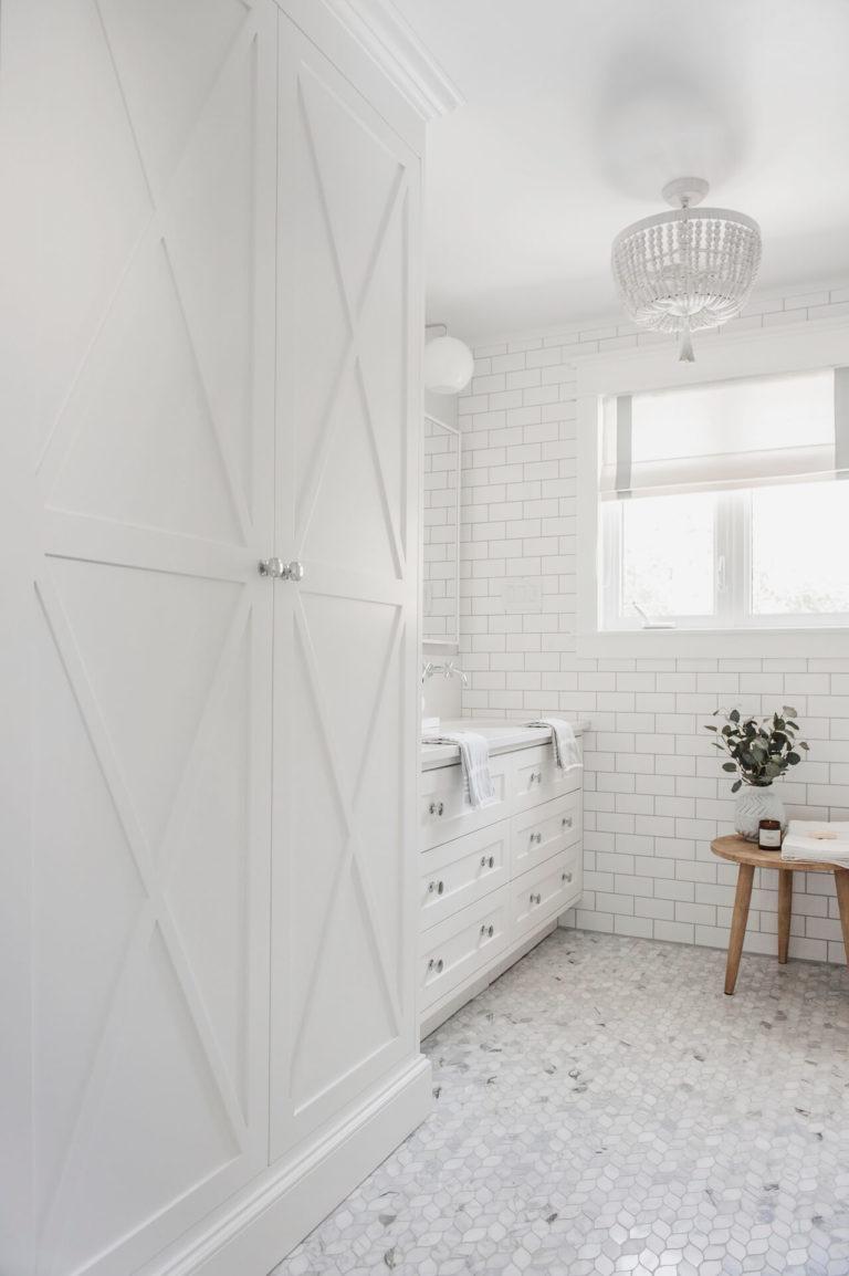 Frobisher AKB Design salle de bain marbre robinetterie murale vanite double quartz lingerie brique blanche28
